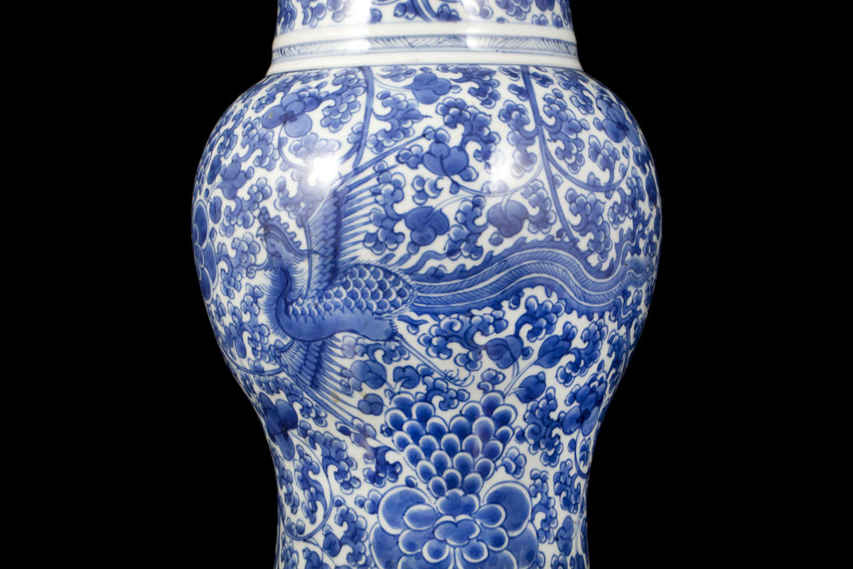 100 a blue and white chinese a blue and white porcelain vas